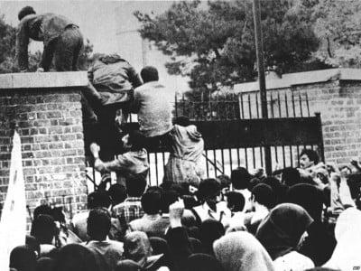 Bestorming-van-de-Amerikaanse-ambassade-op-4-november-1979