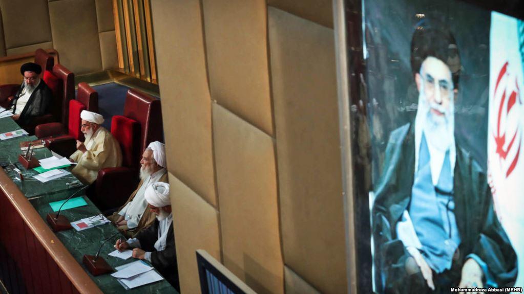 خبرگان، مجلسی که بر عملکرد رهبر نظارت نمیکند